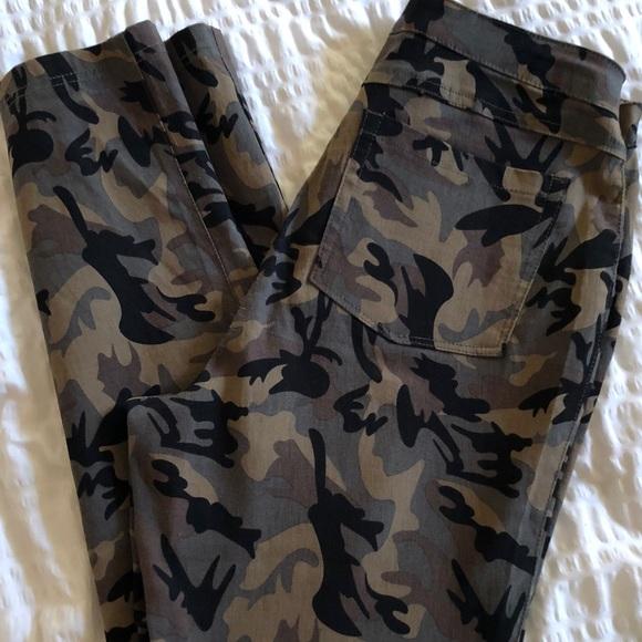e145225d6a721 Women's Army Fatigue Print Pants. M_5af109b8f9e50185d2d35aa2